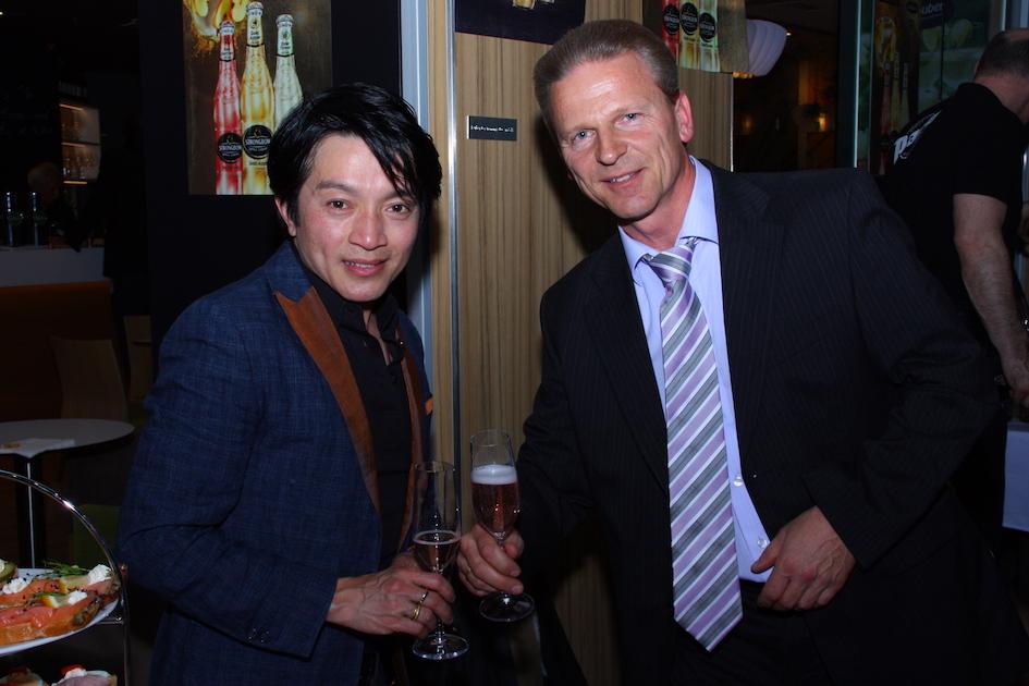 Josef Weiß mit Designer La Hong