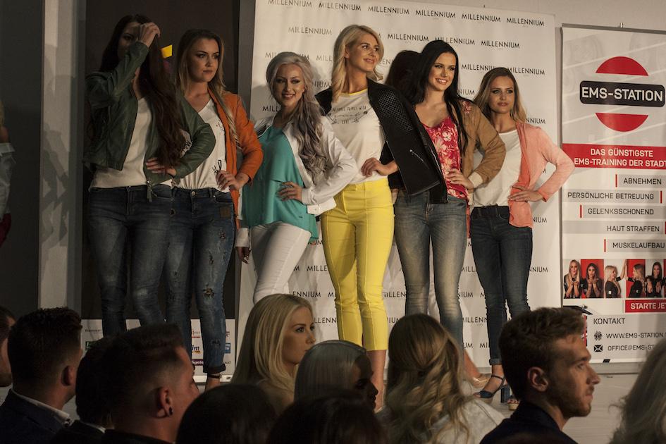 Die Miss Vienna Kandidatinnen beim Walk