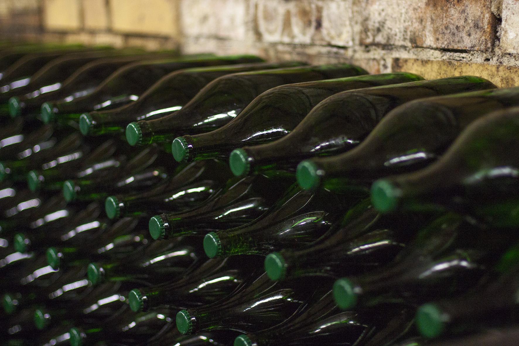 Winzerhof Weiß: Weinflaschen