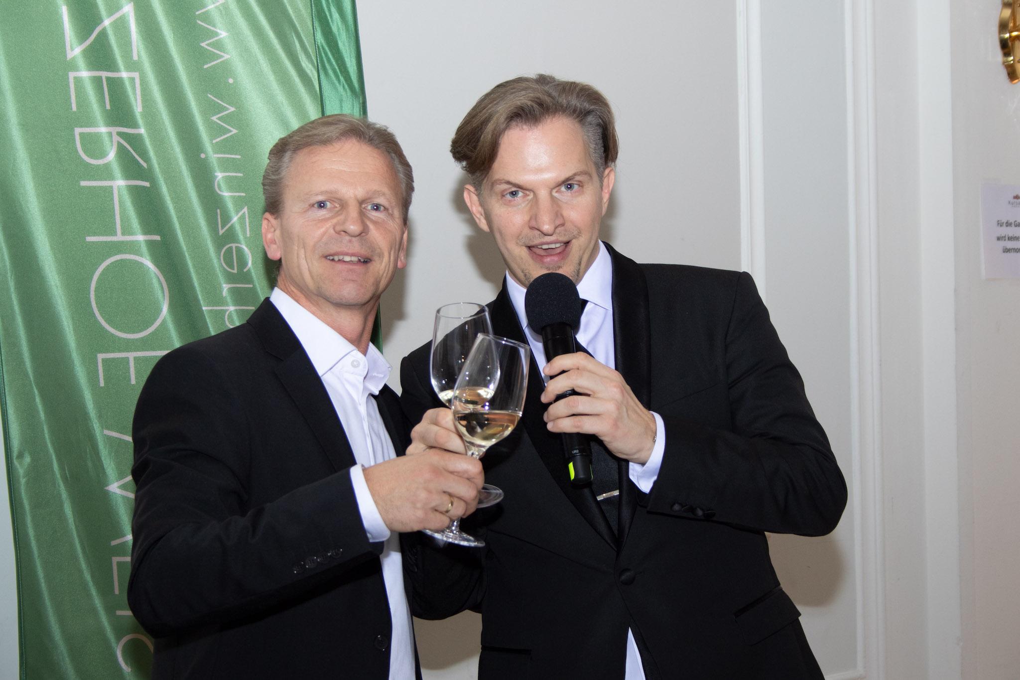 Josef Weiß mit Allroundmusiker Jengis